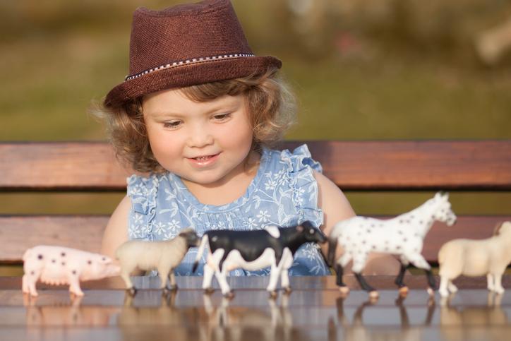 10 Fun Farm Toys for Toddlers & Kids